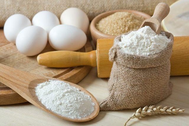 anti-inflamatories_flour-sugar_inpost640_credit-Evan Lorne-shutterstock_67328170