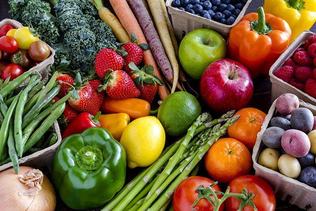 anti-inflamatories_fruits-and-veggies_inpost640_credit-Teri Virbickis-shutterstock
