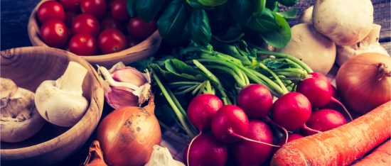 diets that work table with variety of vegetables
