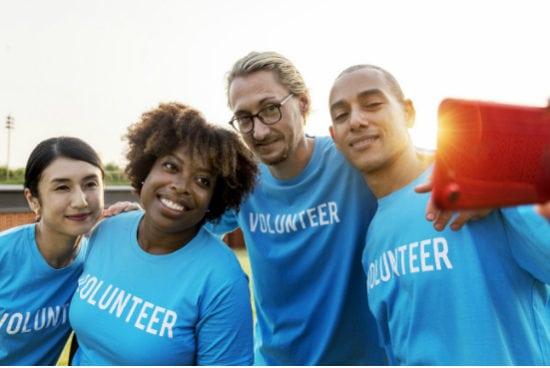 people bonding through volunteering