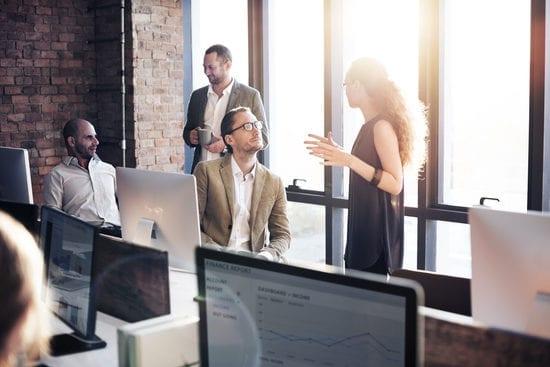 effective_communication_people_speaking_in_office